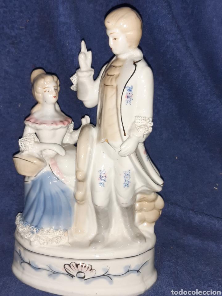 PORCELANA CHINA PERSONAJES DE LA ÉPOCA PINTADA A MANO Y SELLADA (Antigüedades - Porcelanas y Cerámicas - China)