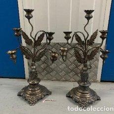 Antigüedades: PAREJA DE CANDELABROS DE PLATA. Lote 186260301