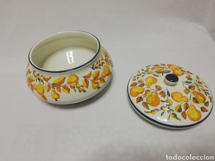 Antigüedades: Preciosa sopera de ceramica esmaltada firma sello Alcora - Foto 3 - 186267752