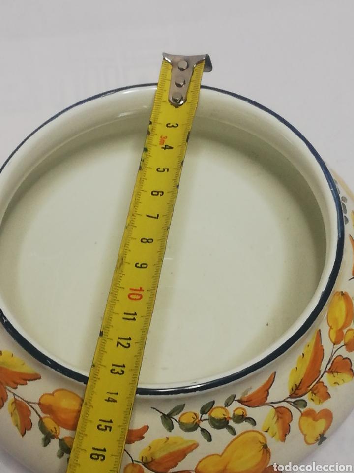 Antigüedades: Preciosa sopera de ceramica esmaltada firma sello Alcora - Foto 5 - 186267752