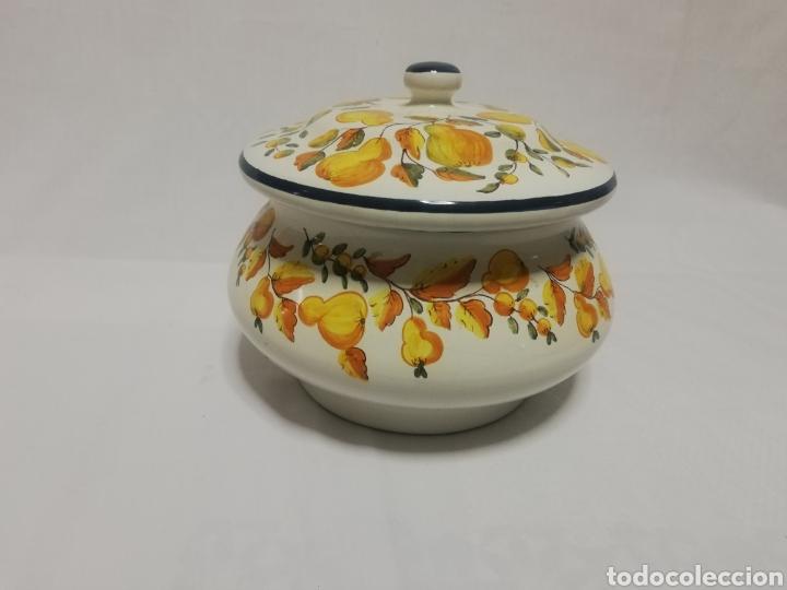 Antigüedades: Preciosa sopera de ceramica esmaltada firma sello Alcora - Foto 2 - 186267752