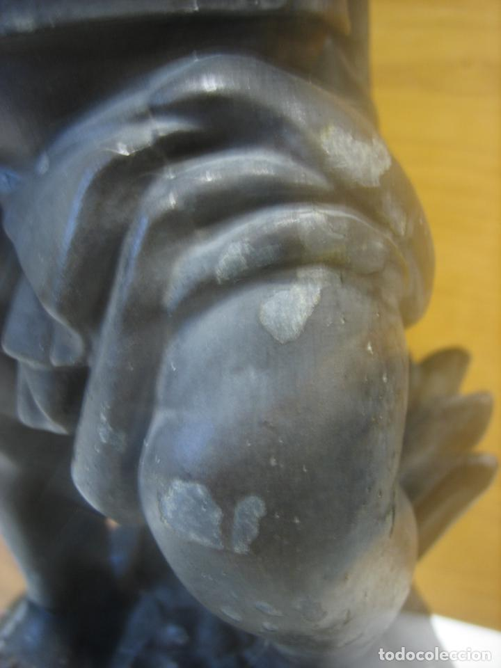Antigüedades: Antiguo candelabro con figura - Foto 4 - 186268651