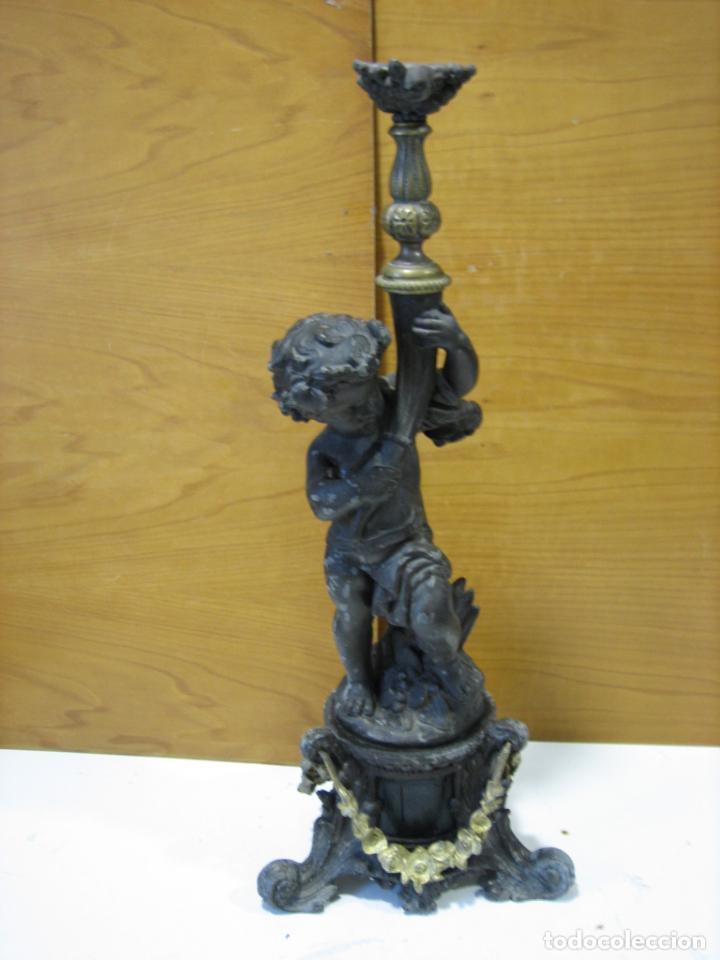Antigüedades: Antiguo candelabro con figura - Foto 10 - 186268651