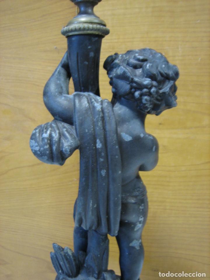 Antigüedades: Antiguo candelabro con figura - Foto 17 - 186268651