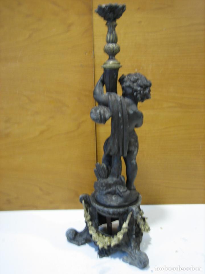 Antigüedades: Antiguo candelabro con figura - Foto 18 - 186268651