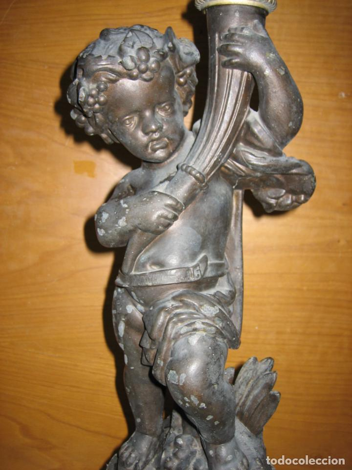 Antigüedades: Antiguo candelabro con figura - Foto 27 - 186268651