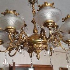 Antigüedades: LAMPARA ARAÑA BRONCE CON CUENTAS O LAGRIMAS DE CRISTAL. Lote 186272178