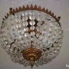 Antigüedades: LAMPARA BRONCE CON CUENTAS O LAGRIMAS DE CRISTAL. Lote 186272223