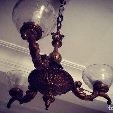 Antigüedades: LAMPARA BRONCE CON CUENTAS O LAGRIMAS DE CRISTAL. Lote 186272571