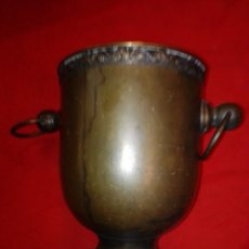 Antigüedades: ANTIGUO MACETERO REALIZADO EN LATON.. Lote 186273360