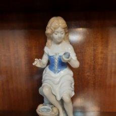 Antigüedades: ANTIGUA FIGURA DE PORCELANA FESA SL. MANISES. ESPAÑA. PORCELANA. Lote 186284803