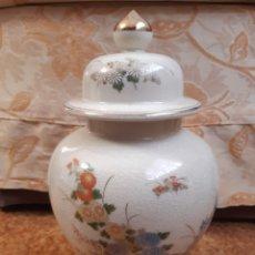 Antigüedades: JARRÓN ANTIGUO EN PORCELANA SATSUMA JAPAN. POLICROMÍA ORIENTAL Y FILO EN ORO. 30CM. Lote 186289360