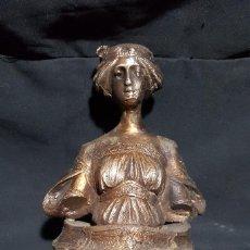 Antigüedades: FIGURA BUSTO MODERNISTA EN BRONCE FIRMADA, CON BASE DE MARMOL. Lote 186300271