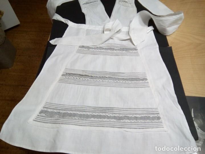 ** DELANTAL DE LINO CON ENCAJES. (RF: 119/C) (Antigüedades - Moda y Complementos - Mujer)