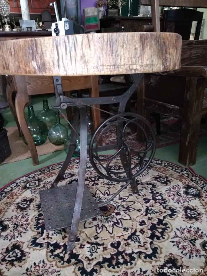 Antigüedades: Mesa con pie de hierro antiguo y rodaja de abeto - Foto 2 - 51251947