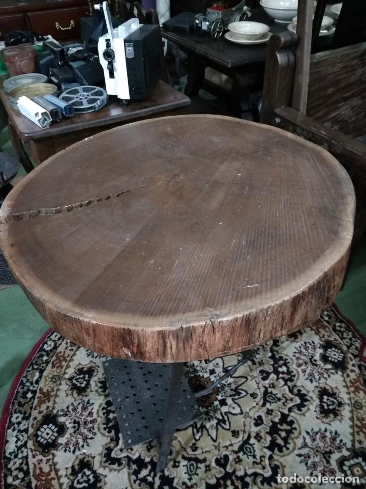 Antigüedades: Mesa con pie de hierro antiguo y rodaja de abeto - Foto 3 - 51251947