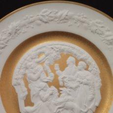 Antigüedades: IMPRESIONANTE PLATO EN PORCELANA BISCUIT Y ORO DE 24 KILATES DE BAVIERA.. Lote 186326503