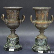 Antigüedades: PAREJA COPAS IMPERIO DE BRONCE PATINADO SOBRE PEANAS DE MÁRMOL, FRANCESAS. Lote 186329945