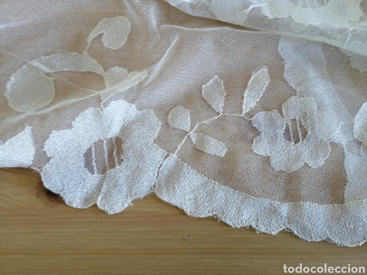 Antigüedades: Mantilla bordada a mano en seda natural. - Foto 2 - 186330366