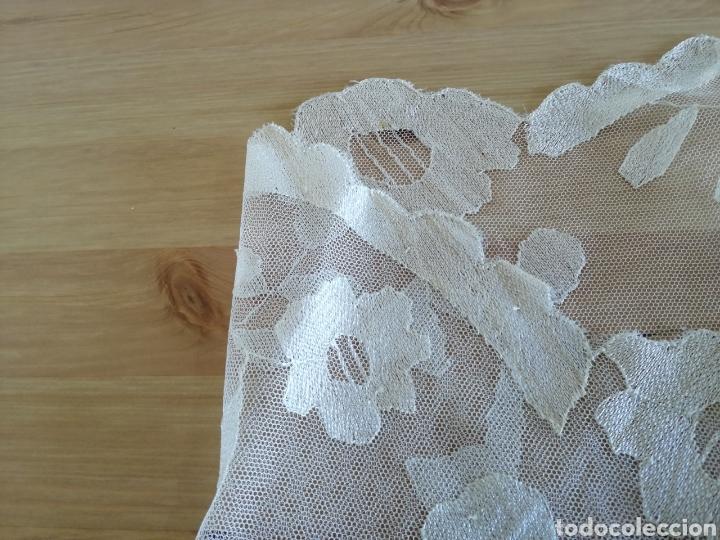 Antigüedades: Mantilla bordada a mano en seda natural. - Foto 5 - 186330366