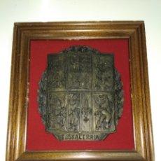 Antigüedades: ANTIGUO ESCUDO EUSKALERRIA AÑOS 50 ZAZPIAK BAT ENMARCADO PAIS VASCO BASQUE. Lote 186333370