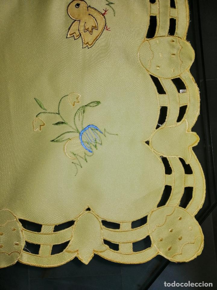 Antigüedades: MANTEL BORDADO CON MOTIVOS INFANTILES 84X84 CM. (VER DETALLE EN FOTOS) - Foto 4 - 186333983