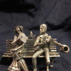 Antigüedades: PAREJA EN BANCO PLATA DE LEY. Lote 186359952