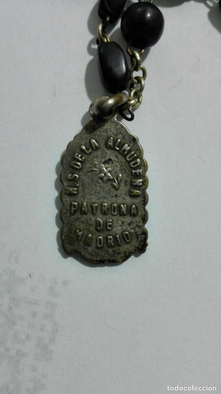 Antigüedades: MEDALLA ROSARIO DE CUENTAS, CRUZ DE METAL Y MADERA, MEDALLA COFRADIA Y ASOCIACION ROSARIO PERPETUO - Foto 6 - 186375691