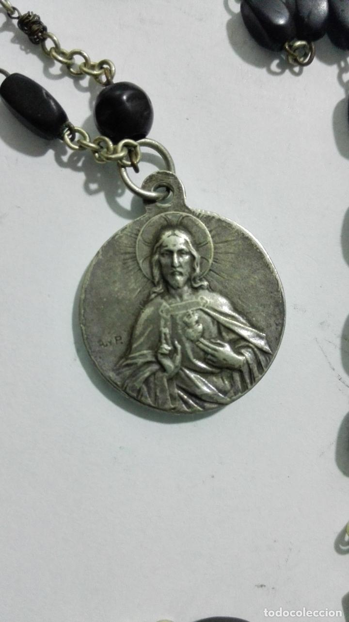 Antigüedades: MEDALLA ROSARIO DE CUENTAS, CRUZ DE METAL Y MADERA, MEDALLA COFRADIA Y ASOCIACION ROSARIO PERPETUO - Foto 8 - 186375691