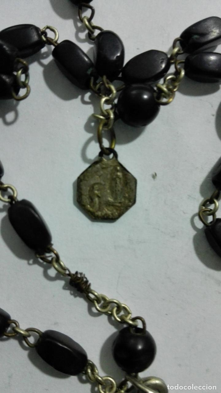 Antigüedades: MEDALLA ROSARIO DE CUENTAS, CRUZ DE METAL Y MADERA, MEDALLA COFRADIA Y ASOCIACION ROSARIO PERPETUO - Foto 9 - 186375691