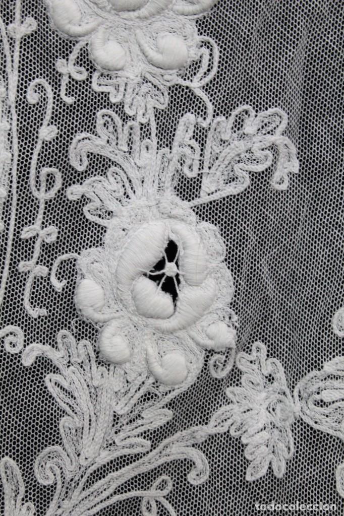 Antigüedades: t4 Preciosa cortina bordada a mano, realce, cadeneta, frivolité- Años 1900 - Foto 9 - 186377342