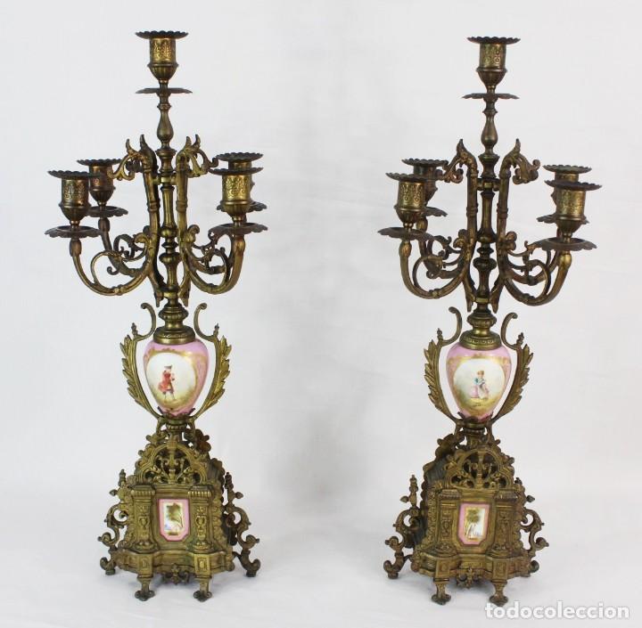 Antigüedades: Maravillosa pareja de candelabros circa 1800, estilo Louis XVI. Bronce, porcelana Sevres. - Foto 2 - 186378606