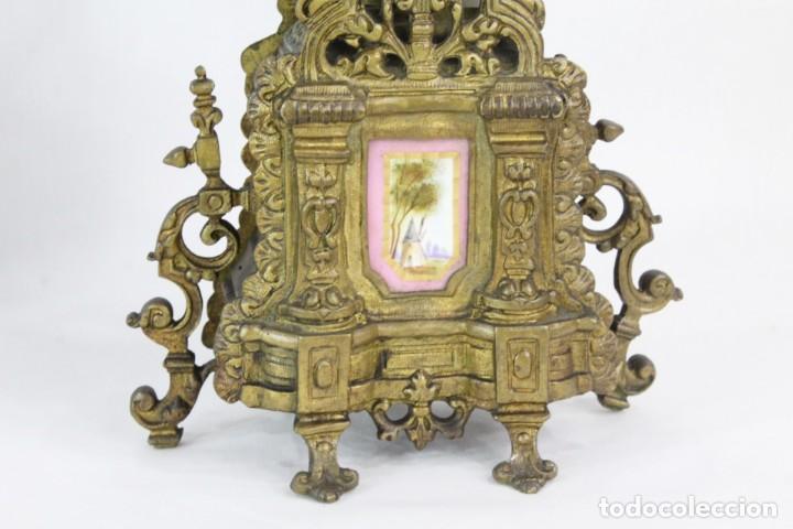Antigüedades: Maravillosa pareja de candelabros circa 1800, estilo Louis XVI. Bronce, porcelana Sevres. - Foto 5 - 186378606