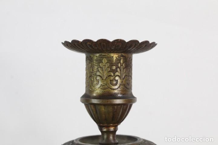 Antigüedades: Maravillosa pareja de candelabros circa 1800, estilo Louis XVI. Bronce, porcelana Sevres. - Foto 7 - 186378606