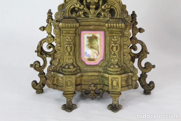 Antigüedades: Maravillosa pareja de candelabros circa 1800, estilo Louis XVI. Bronce, porcelana Sevres. - Foto 13 - 186378606