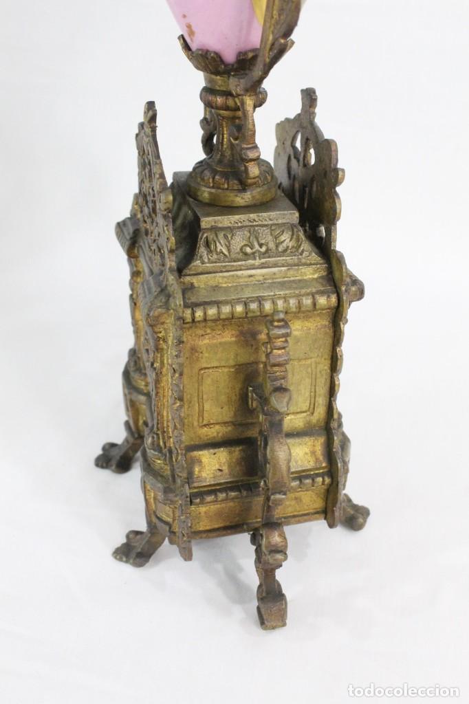 Antigüedades: Maravillosa pareja de candelabros circa 1800, estilo Louis XVI. Bronce, porcelana Sevres. - Foto 17 - 186378606