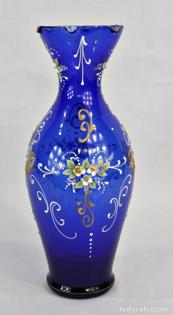 Antigüedades: Jarrón azul de cristal italiano, pintado a mano y detalles al oro fino. Trabajado a la pinza - Foto 2 - 186378678