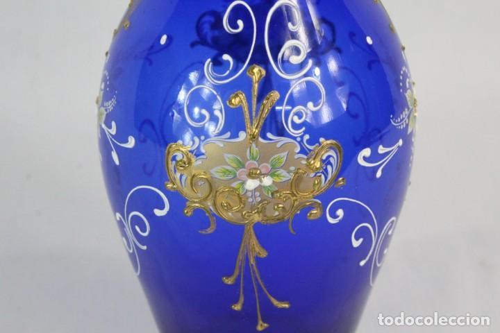 Antigüedades: Jarrón azul de cristal italiano, pintado a mano y detalles al oro fino. Trabajado a la pinza - Foto 4 - 186378678