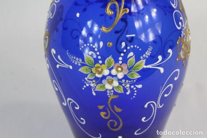 Antigüedades: Jarrón azul de cristal italiano, pintado a mano y detalles al oro fino. Trabajado a la pinza - Foto 5 - 186378678