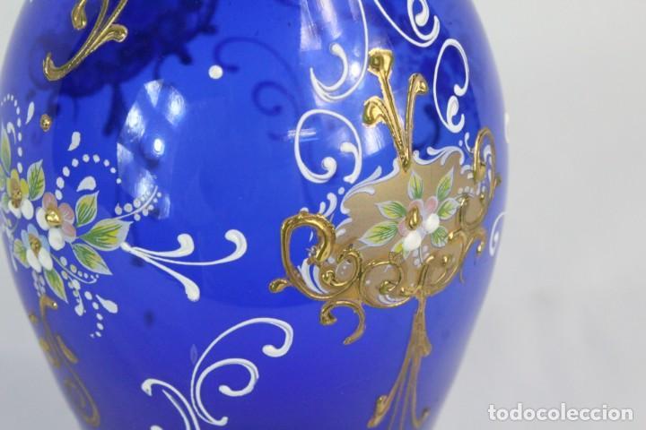 Antigüedades: Jarrón azul de cristal italiano, pintado a mano y detalles al oro fino. Trabajado a la pinza - Foto 6 - 186378678