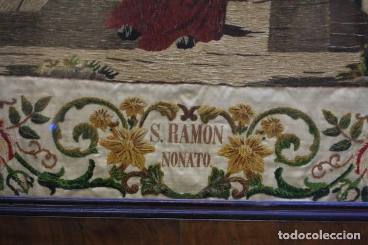 Antigüedades: Bordado de San Ramon Nonato, 1854, con marco de época curvado y de caoba. 77,5x71,5cm - Foto 3 - 186391576