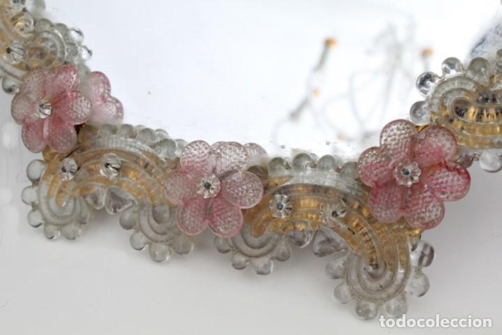 Antigüedades: Espejo veneciano, cristal de Murano trabajado a la pinza. Para colgar o como espejo de tocador. - Foto 6 - 186393163