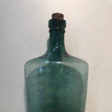 Antigüedades: BONITA BOTELLA DE CRISTAL VERDE. PRINCIPIOS SIGLO XX.. Lote 186406762