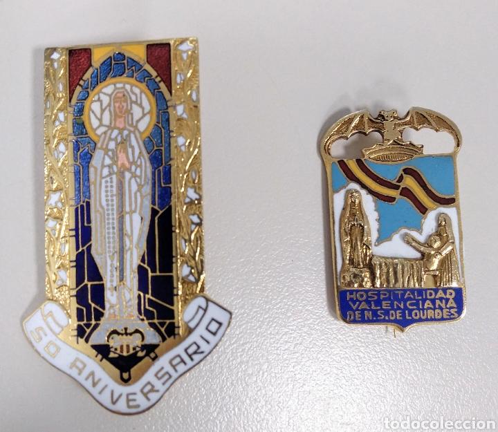LOTE 2 BROCHES ANTIGUOS VIRGEN DE LOURDES. VALENCIA - AC10 (Antigüedades - Religiosas - Varios)