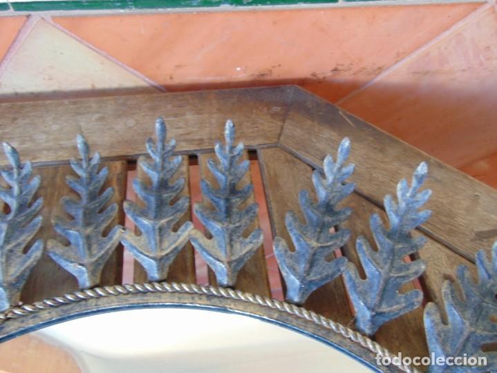 Antigüedades: ESPEJO TIPO SOL CON HOJAS DE METAL MIDE 77 CM DE FUERA A FUERA Y 47 CM DE CRISTAL - Foto 4 - 186408437