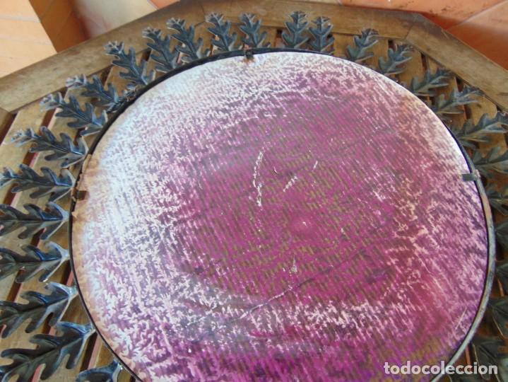 Antigüedades: ESPEJO TIPO SOL CON HOJAS DE METAL MIDE 77 CM DE FUERA A FUERA Y 47 CM DE CRISTAL - Foto 13 - 186408437