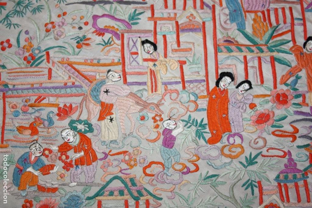 Antigüedades: PRECIOSO MANTÓN CANTONES - SG XIX - MULTITUD DE CHINOS - 1,40 X 1,48 CM. - Foto 6 - 186431261