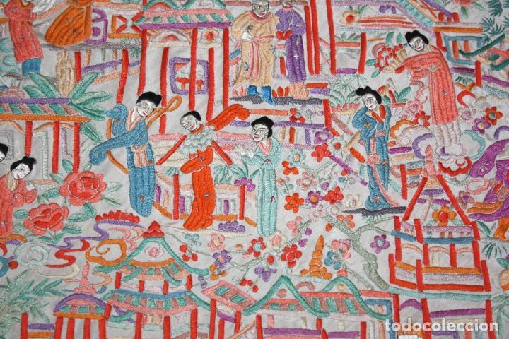 Antigüedades: PRECIOSO MANTÓN CANTONES - SG XIX - MULTITUD DE CHINOS - 1,40 X 1,48 CM. - Foto 15 - 186431261