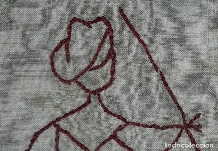 Antigüedades: TAPETE REALIZADO A MANO AÑOS 20 - Foto 3 - 186442076