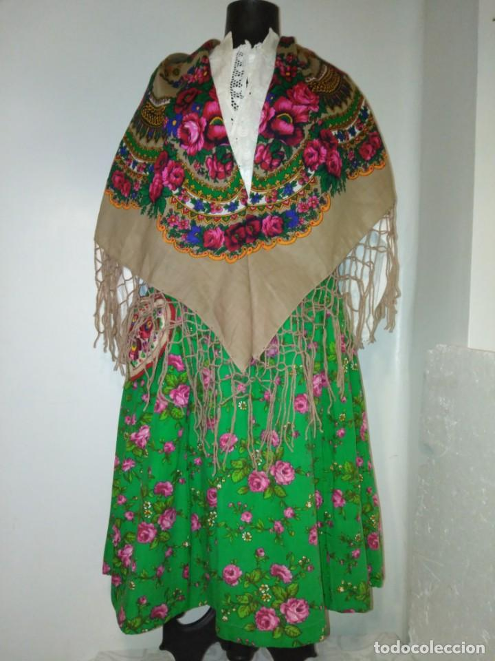 PRECIOSO MANTÓN ESTAMPADO CON FLORES Y FLECOS (Antigüedades - Moda - Mantones Antiguos)